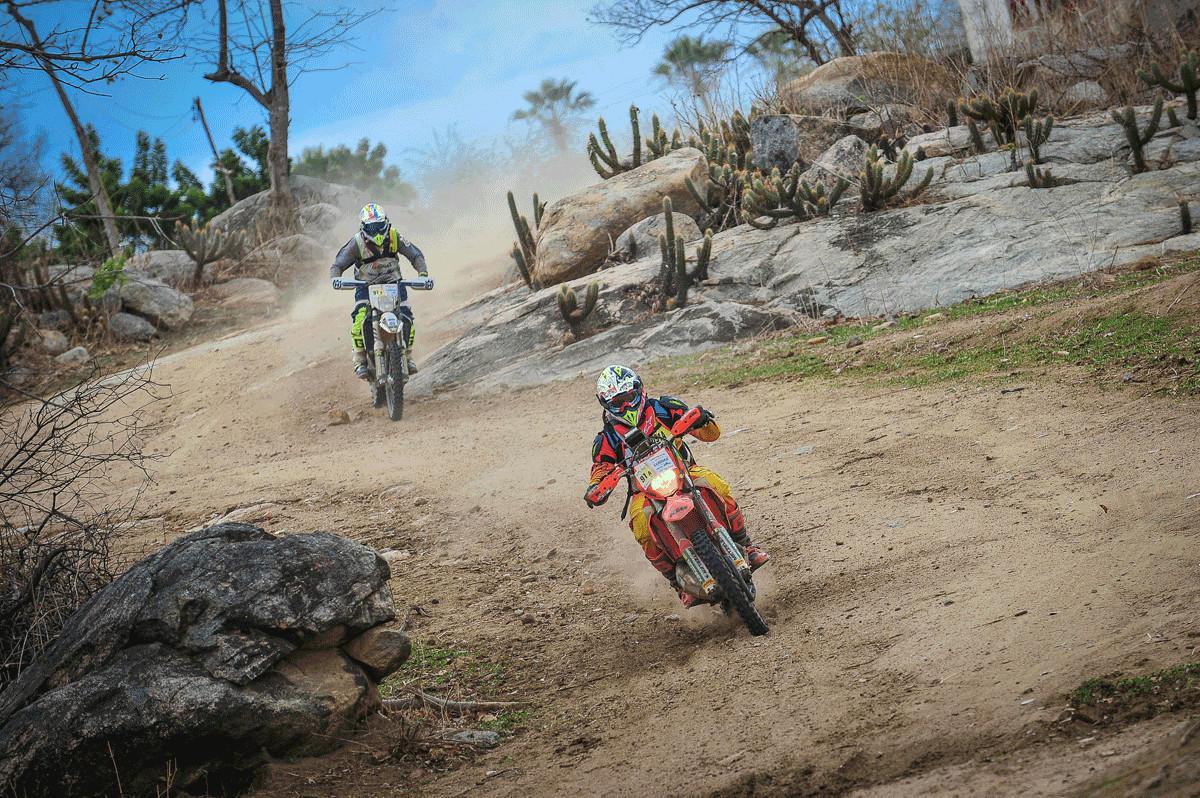 Primeiro dia surpreende competidores da Motos do Cerapió 2018