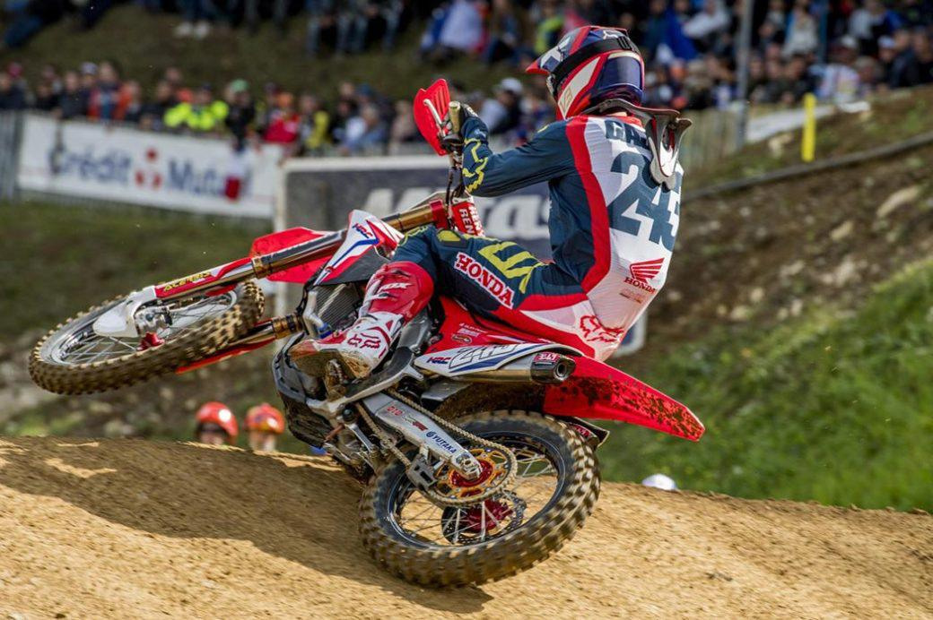 Tim Gajser (Honda) sofreu um violento acidente na terceira e última etapa do Internacional da Itália.