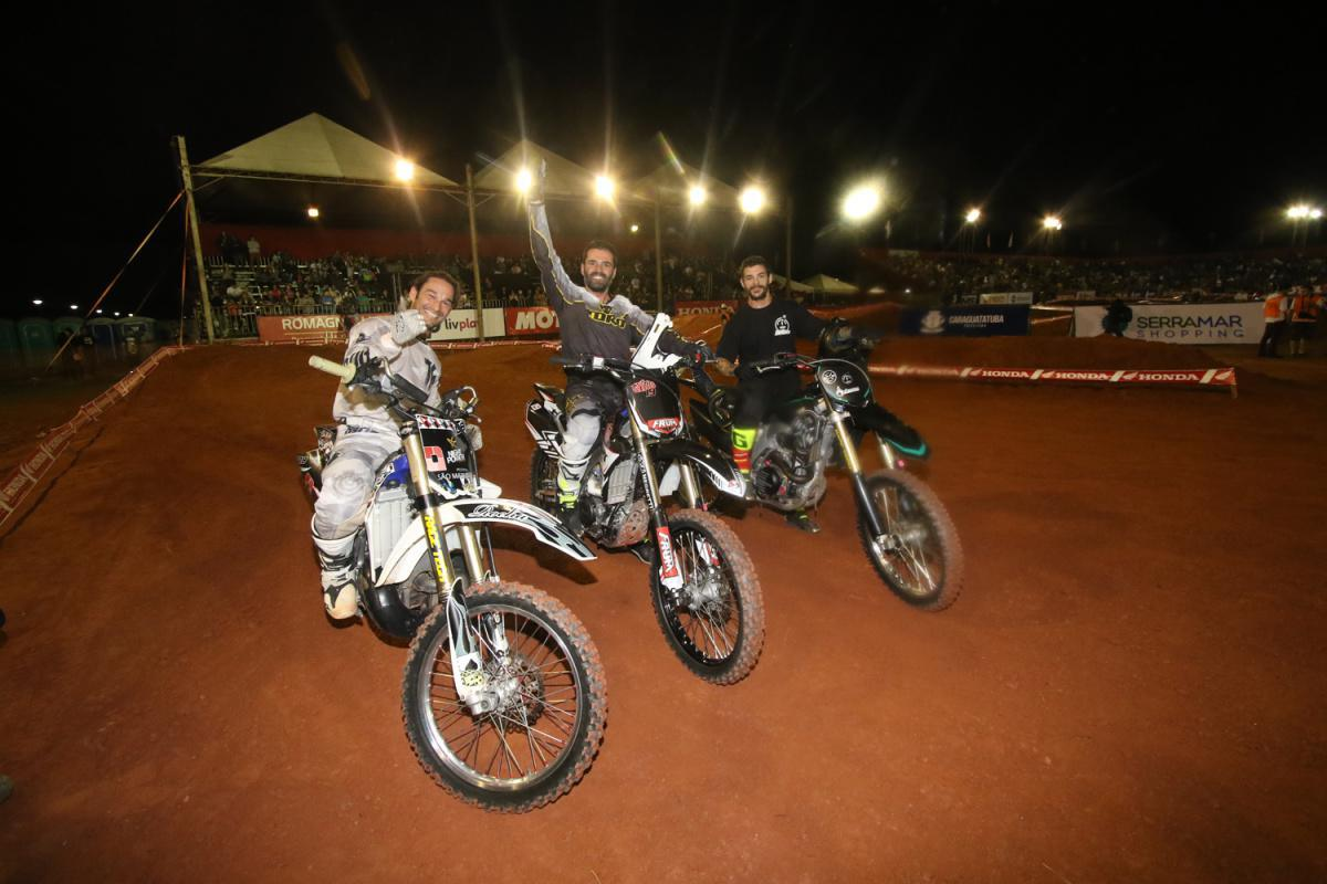 Com show nas pistas, Paulo Alberto vence todas as disputas do Arena Cross em Caraguatatuba