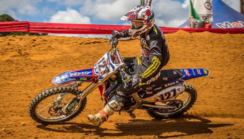 Gates cheios e belos pegas na terceira etapa do Paranaense de Motocross 2018