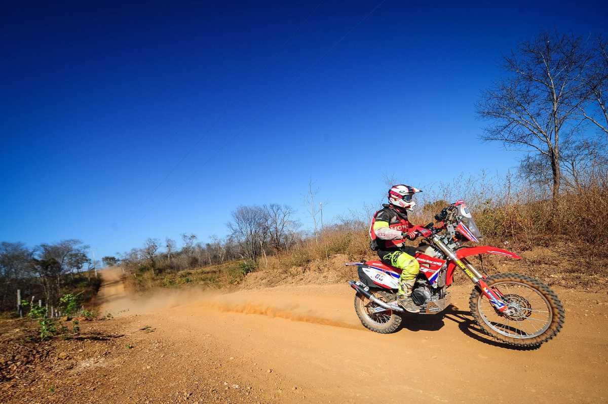 Maciel vence etapa maratona das motos no Rally dos Sertões. Azevedo abandona