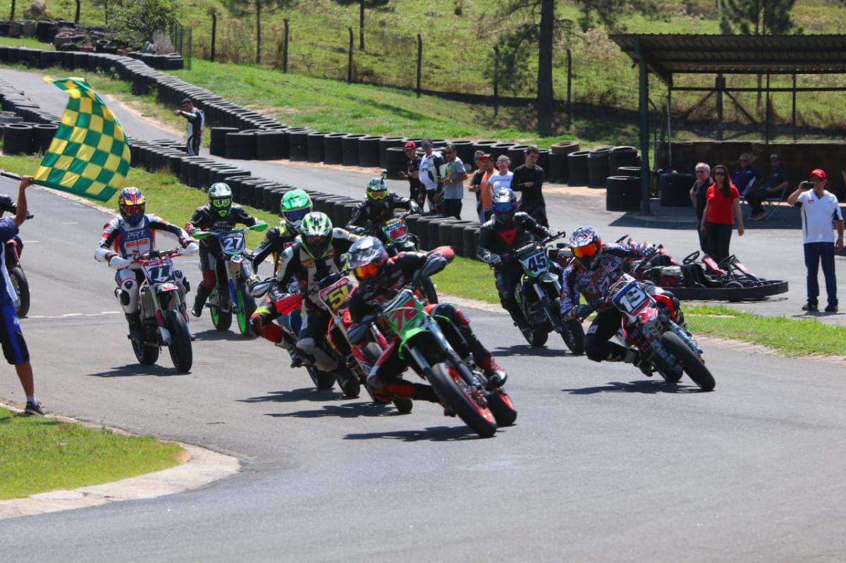 Piracicaba recebeu pilotos e máquinas para a 5ª etapa do Brasileiro de Supermoto