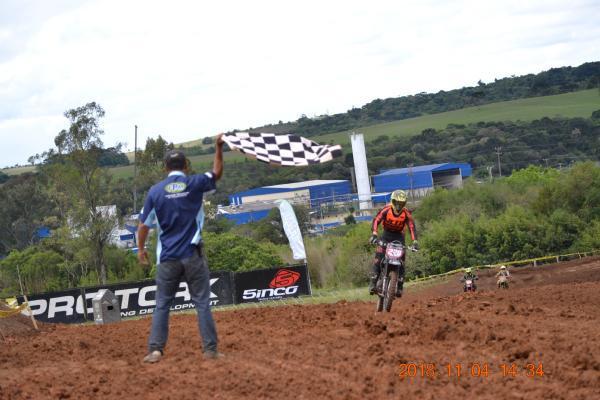 Pilotos comemoram títulos após final do Campeonato Paranaense de Velocross 2018