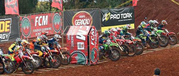 Etapa de abertura do Campeonato Pro Tork Catarinense de Motocross reúne grande número de pilotos