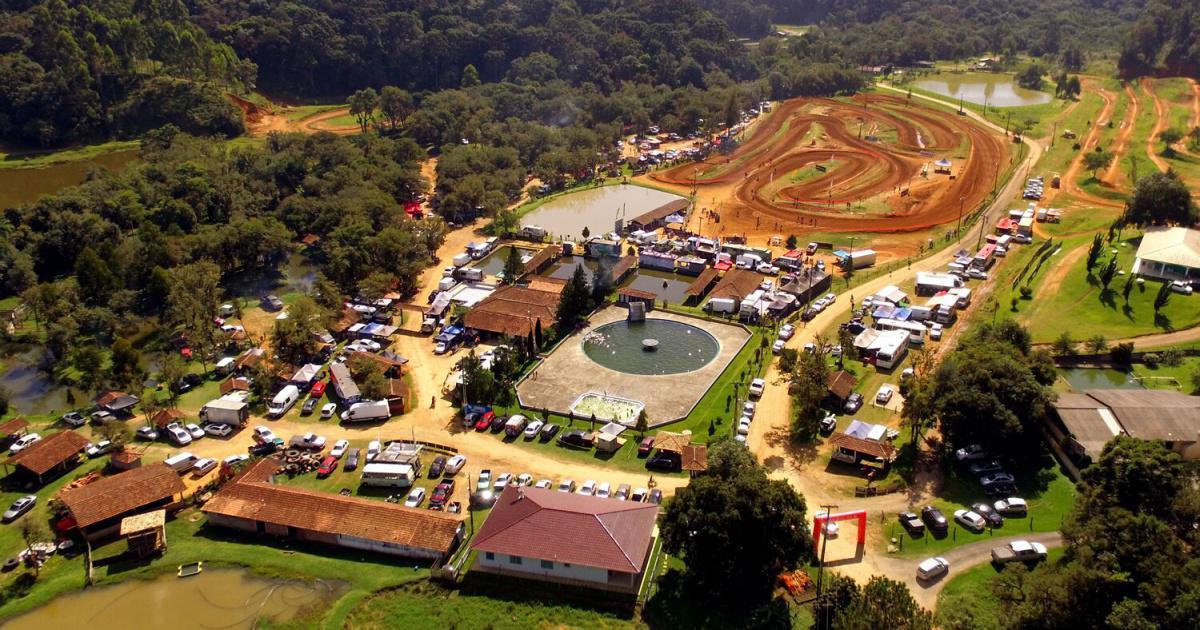Belas disputas marcam a segunda etapa do Pro Tork Paranaense de Velocross, em Campina Grande do Sul
