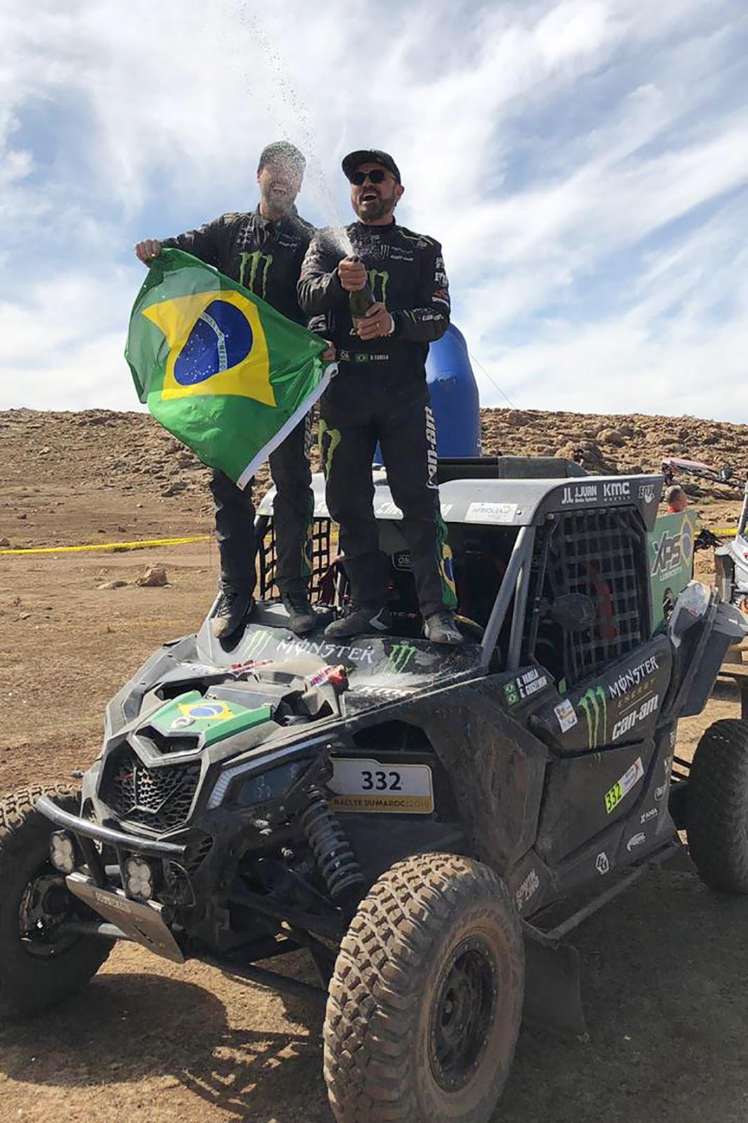 Brasileiros comemoram título mundial de Rally Cross Country no Marrocos