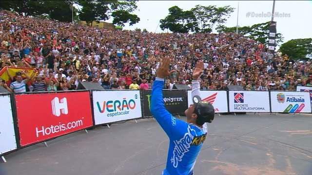 Em final marcada por fair play e acidentes, Kiko Silva é o grande campeão do Duelo de Motos