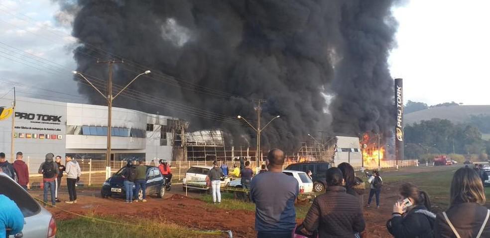 Fábrica ProTork pega fogo, em Siqueira Campos