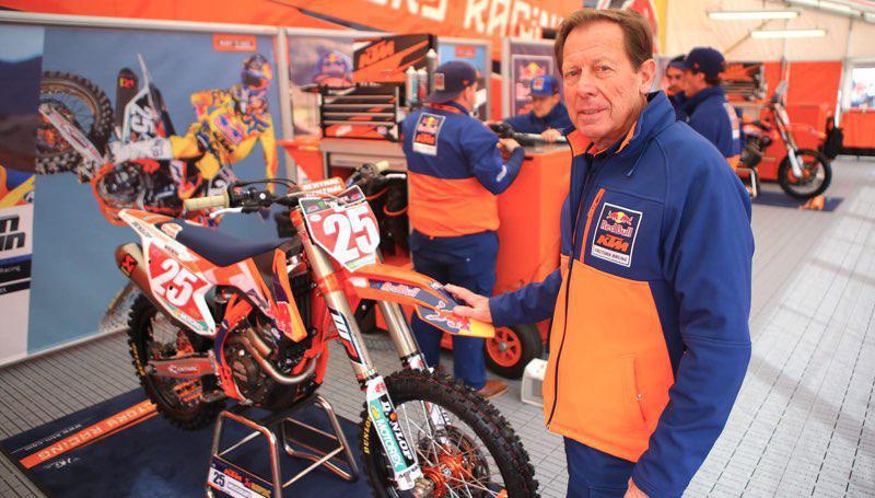 Roger De Coster fica na KTM até 2022