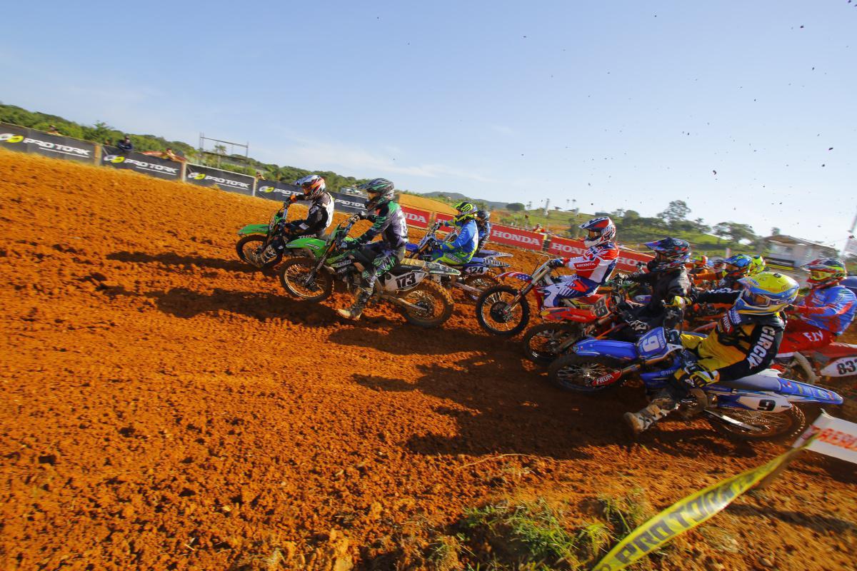 Categorias sênior fazem bonito no primeiro dia do Brasileiro de Motocross 2020