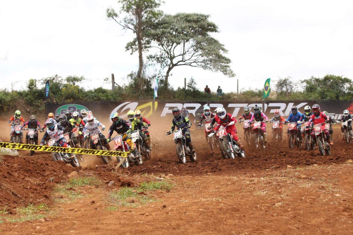Gate cheio no Brasileiro de Velocross, em Guarapuava (PR)