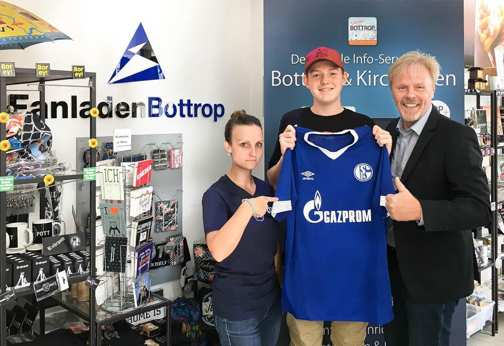 "Gewinnübergabe Verlosung ""Bundesliga-Trikots"""