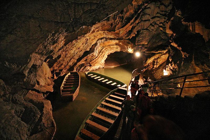 Grottes De Neptune مغارة