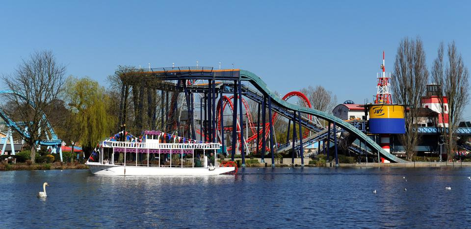 منتزه دريتون مانور الترفيهي Drayton Manor Theme Park