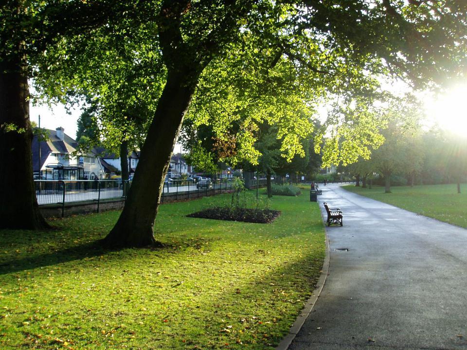 منتزه كينجز هيث بارك Kings Heath Park