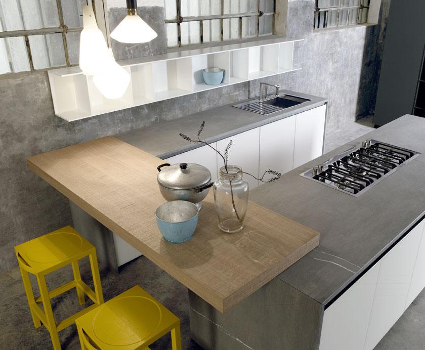 Cucina in pietra Medea e legno di Rovere