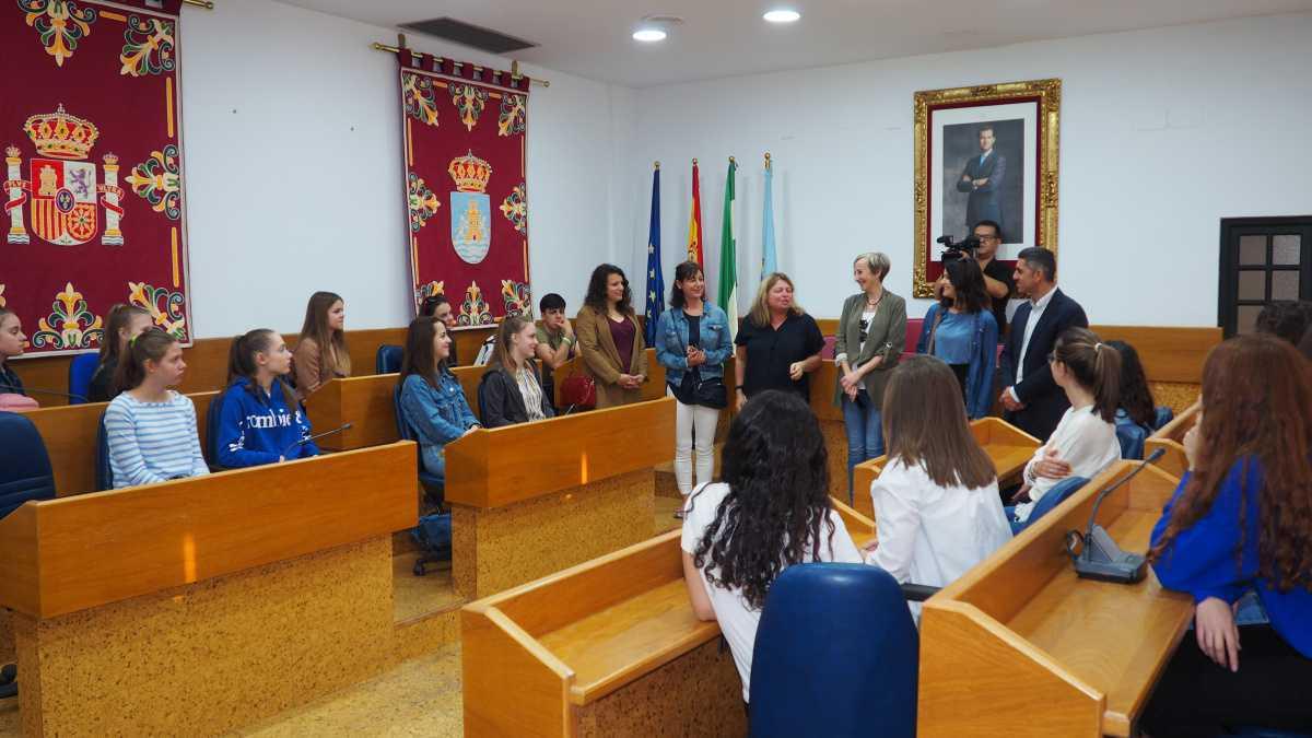 Alumnos y alumnas de intercambio alemanes son recibidos en el Salón de Plenos del Ayuntamiento
