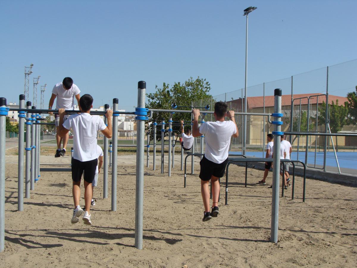 El polideportivo municipal ya cuenta con un parque de calistenia homologado