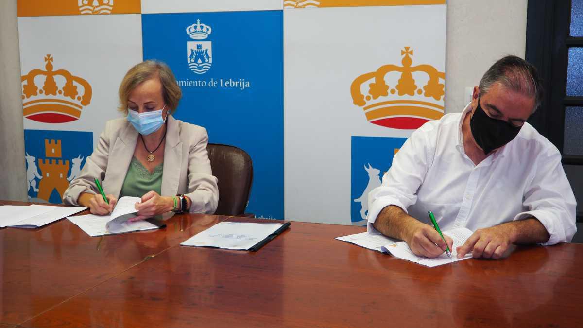 """El Ayuntamiento firma un convenio de colaboración con la ONG """"Acción sin fronteras"""""""