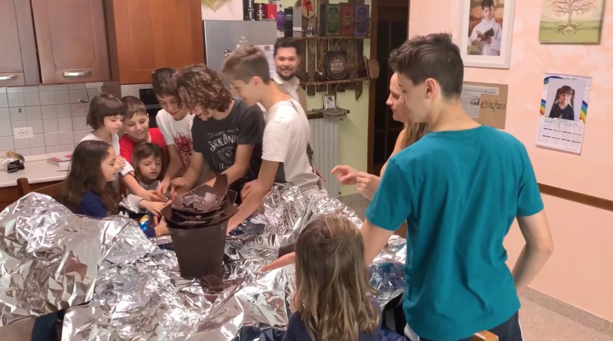 10 figli, 12 sorrisi: una famiglia Extralarge!