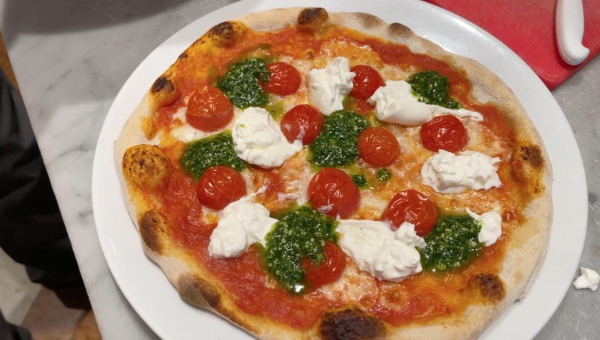 La pizza, un viaggio intorno alla vita