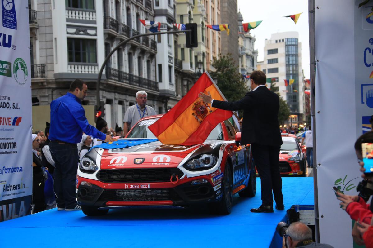 Una multitudinaria ceremonia de salida caldea la edición número 55 del Rally