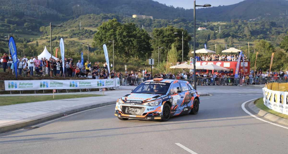 TC 5   Ares marca el mejor tiempo en las calles de Oviedo