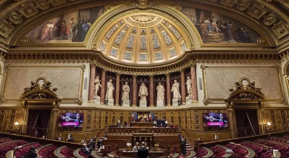 """تقرير صادر عن مجلس الشيوخ في فرنسا يحذر من """"التطرف الإسلامي"""""""