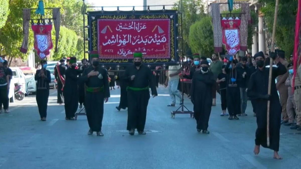 الشيعة يتحدون فيروس كورونا مع بدء إحياء ذكرى العاشر من محرم