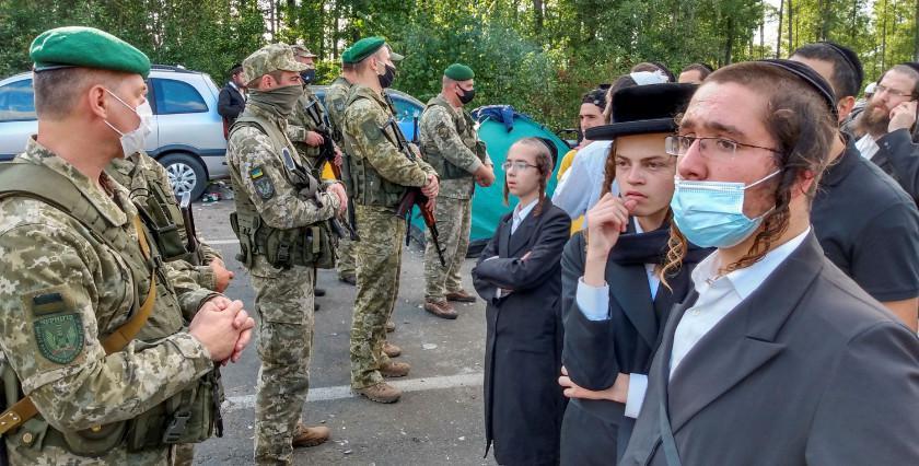 حجاج يهود يرفضون مغادرة الحدود الأوكرانية رغم دعوات إسرائيل