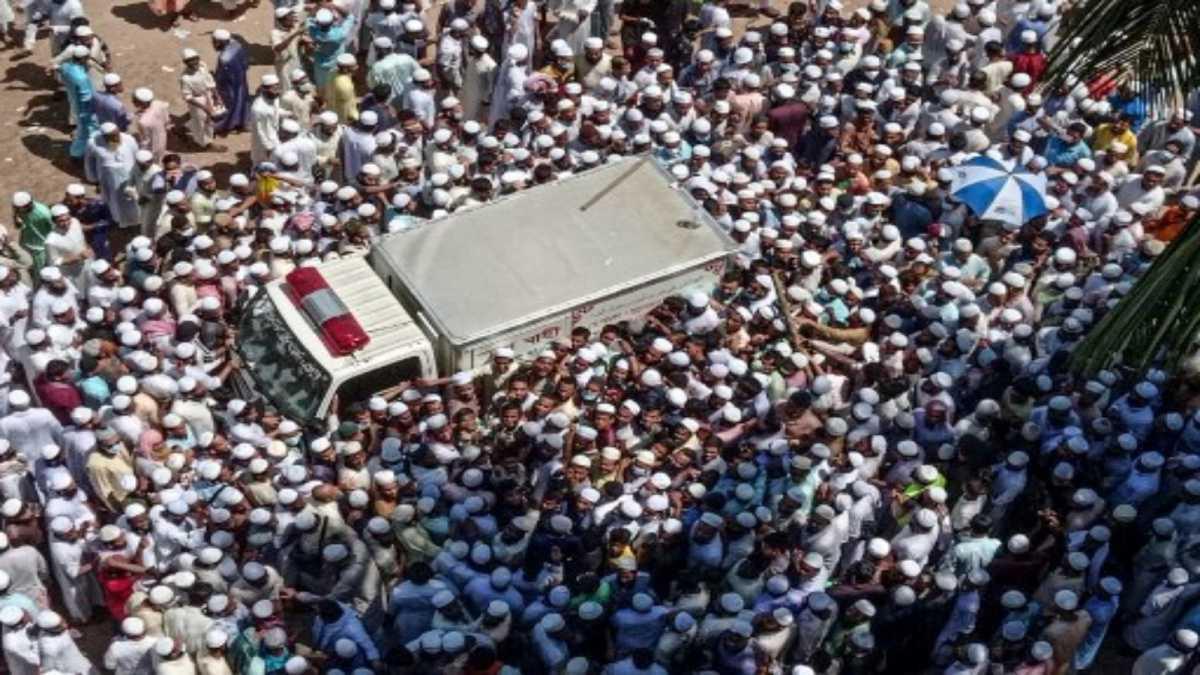 مشاركة أكثر من مئة ألف شخص في تشييع عالم اسلامي في بنغلادش