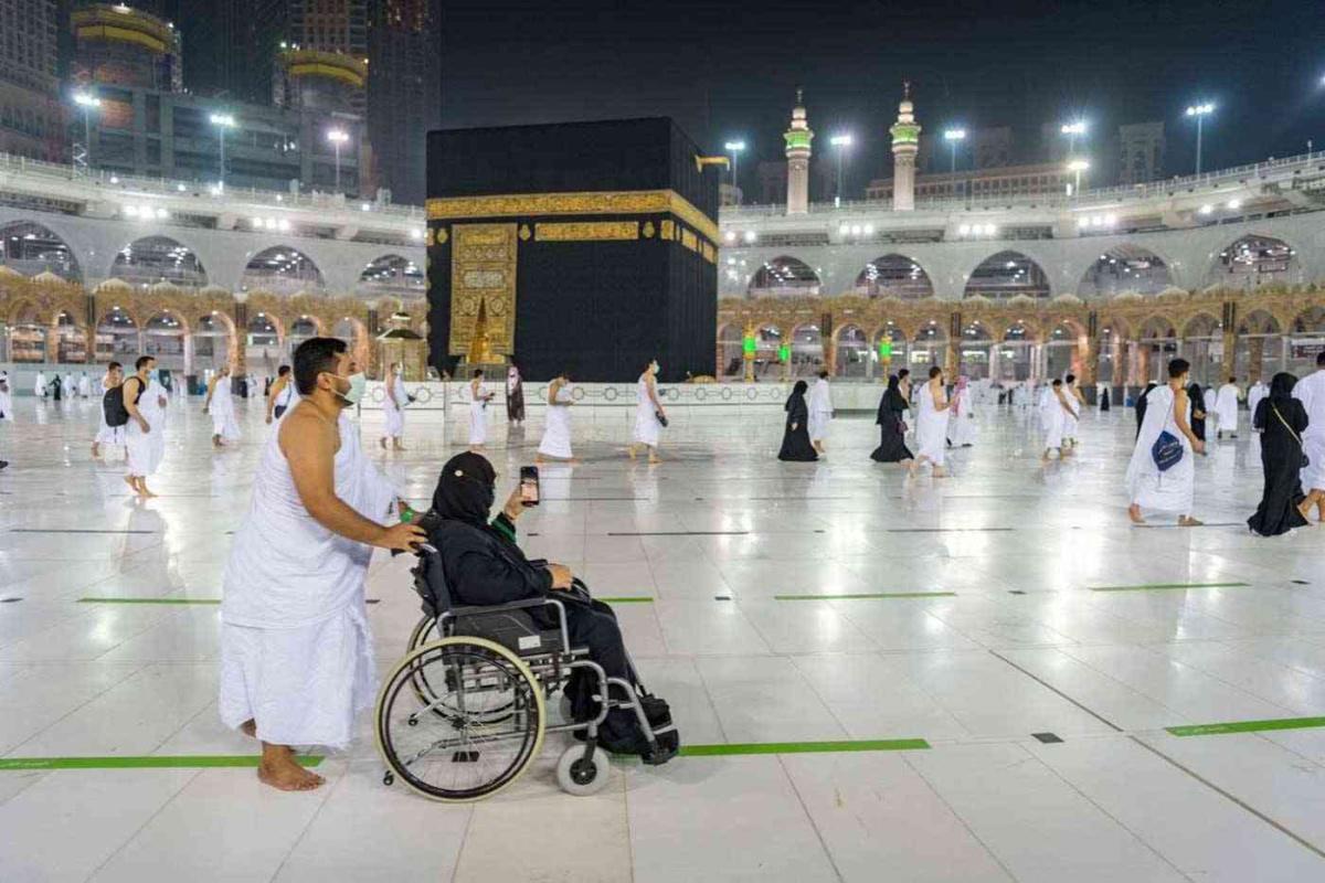 المعتمرون عادوا إلى مكة في شكل محدود