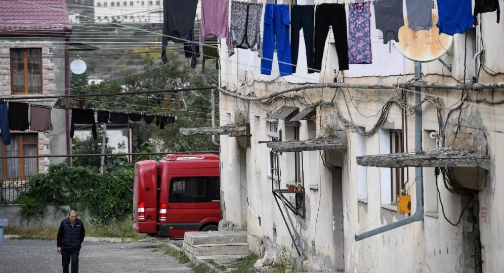 """كاتدرائية """"والدة الإله المقدسة"""" في ستيباناكرت... ملجأ من القصف الأذربيجاني"""