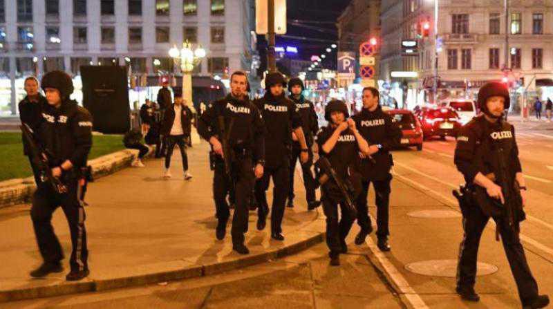 """حكومة النمسا تأمر بإغلاق """"المساجد المتطرفة"""" بعد اعتداء فيينا"""