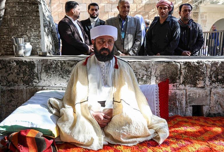 تتويج زعيم روحي جديد للأيزيديين في العراق
