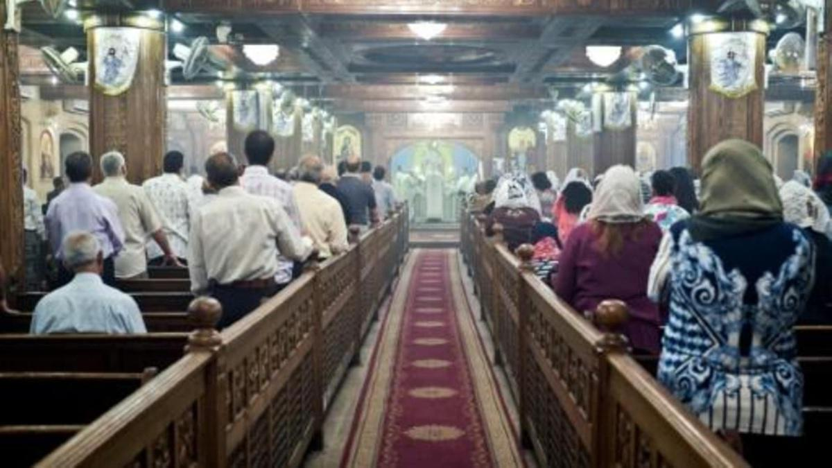 محكمة مصرية تبر ئ ثلاثة رجال هاجموا مسيحية مسنة