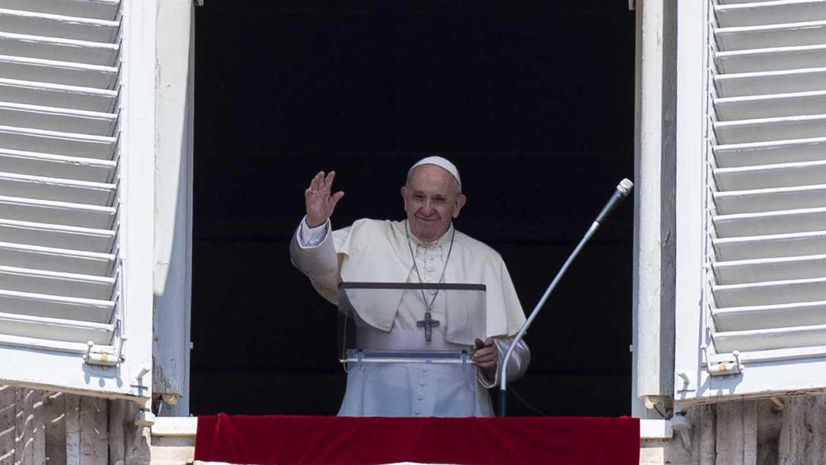 كاردينالان قريبان من البابا مصابان بكورونا