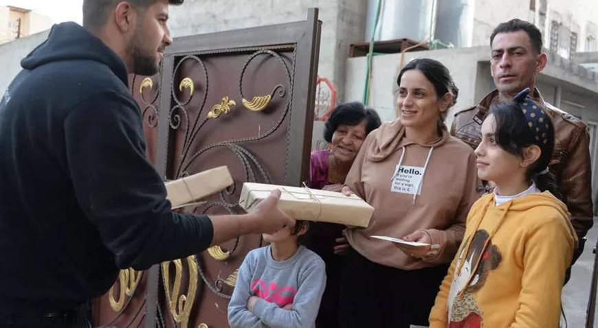 بطاقات معايدة من كافة أنحاء العراق لزرع الفرح في نفوس مسيحيي قرقوش