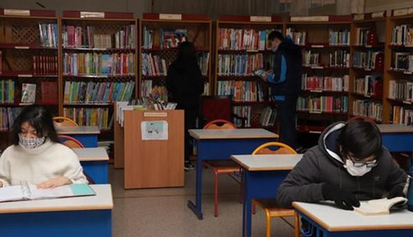 بمقاعد ثانوية ابن ميمون، تلاميذ يهود ومسلمون يدرسون جنبا إلى جنب