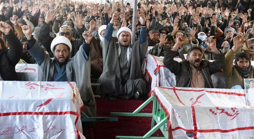 """رئيس الوزراء الباكستاني يتهم متظاهرين شيعة بـ""""ابتزازه"""""""