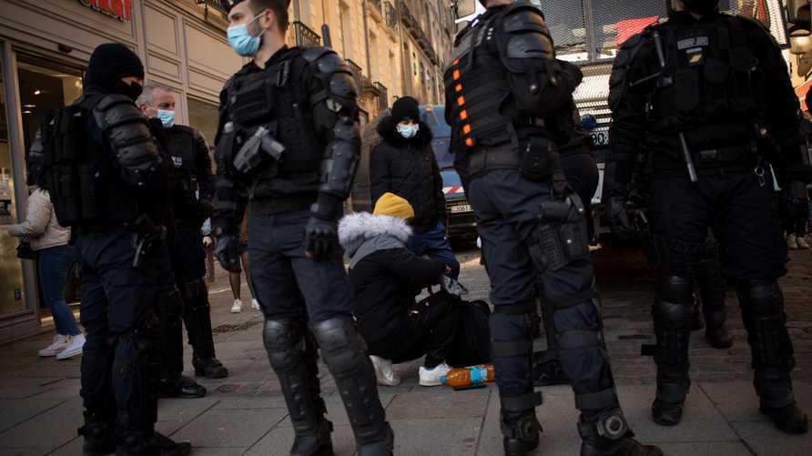 القبض على سبعة أشخاص في إطار التحقيق في جريمة قتل المدرس الفرنسي سامويل باتي