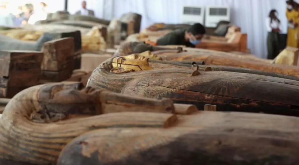 زاهي حواس: اكتشاف المعبد الجنائزي في سقارة أضاف ملكة جديدة لتاريخ مصر القديم