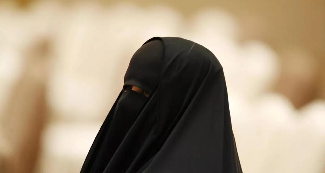 """كويتيات يتحدين """"ثقافة العيب"""" عبر حملة لمناهضة التحرش"""