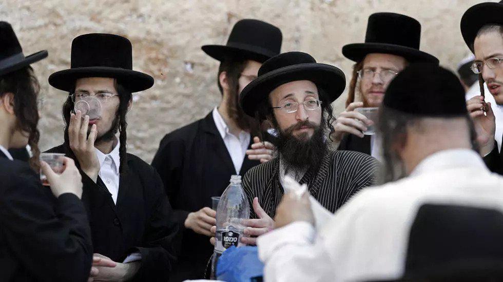 اليهود المتشددون ينتقدون قرار محكمة إسرائيلية يتعلق بالتحول إلى اليهودية