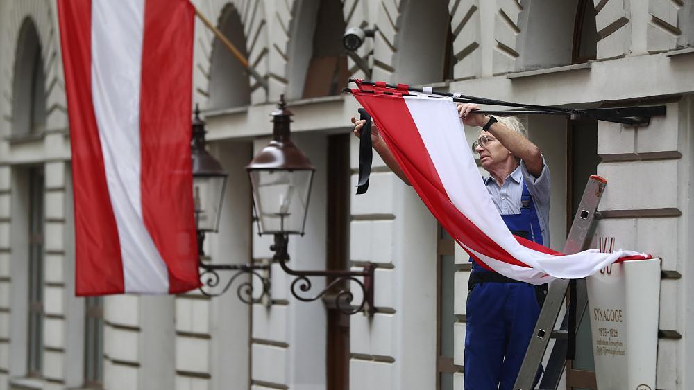 القضاء النمسوي يبطل قرارا بإدانة رجل لارتدائه زي بقرة