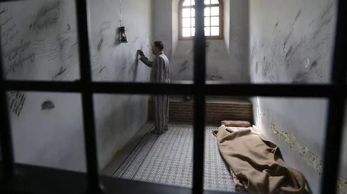 ايران تمنح العفو أو تخفف أحكام 1800 سجين في مناسبة دينية