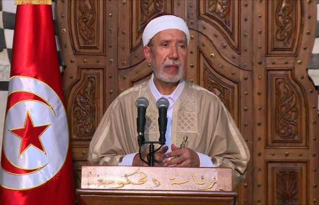 مفتي الجمهورية التونسية يتلقى التلقيح ضد فيروس كورونا في اليوم الثاني من رمضان