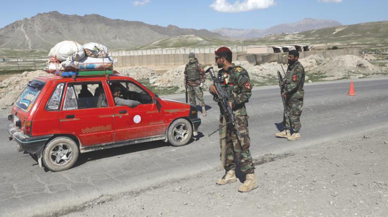 مقتل ثمانية من أفراد عائلة واحدة بالرصاص في مسجد في شرق افغانستان