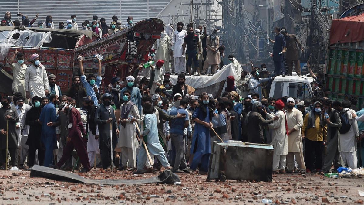 """برلمان باكستان يرجئ النظر في طلب طرد السفير الفرنسي و""""لبيك باكستان"""" توقف الاحتجاجات"""