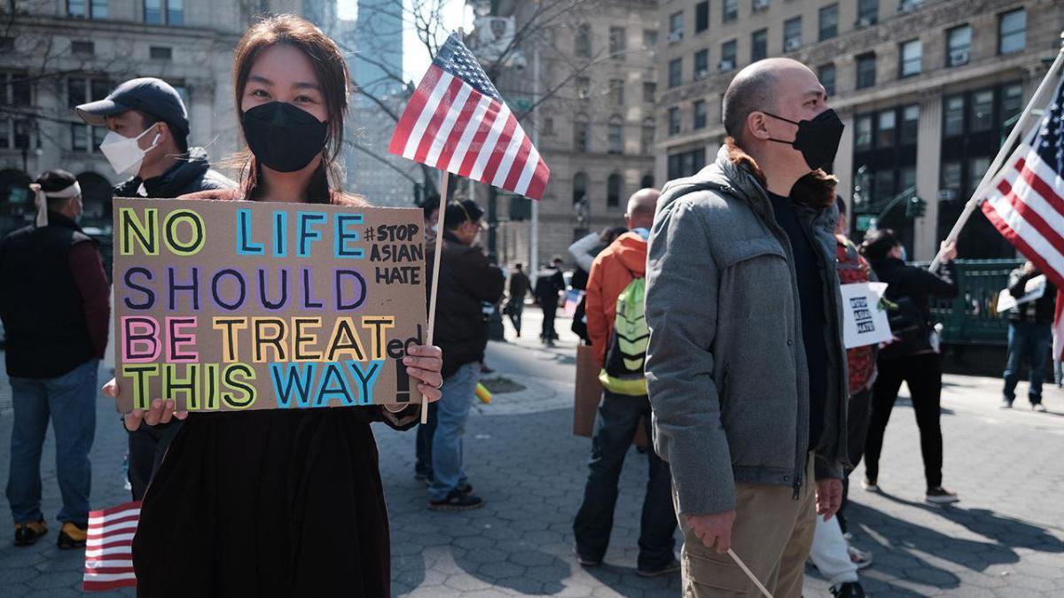 وسائل إعلام: الخوف من جرائم الكراهية في الولايات المتحدة يدفع الآسيويين إلى إعادة النظر في خططهم الدراسية